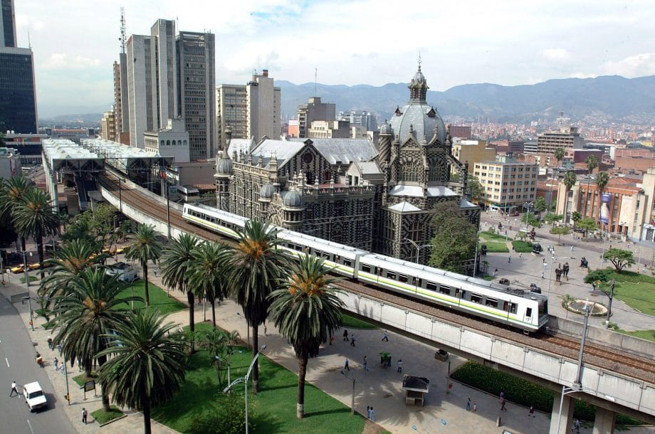 How to get to Mompos from Medellín